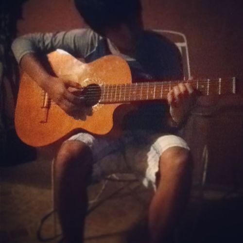 Mi Bebe Me Toco Guitarra:3