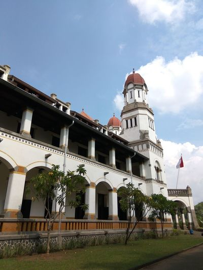 Lawang Sewu is a landmark in Semarang, Central Java, colonial era building is famous as a haunted house, though the Semarang city government has attempted to rebrand it. Lawang Sewu Lawang Sewu Heritage Building Architecture Colonial Style Horizontal INDONESIA Java Blue Building Exterior Central Java,indonesia Cloud - Sky Color Image Day Indonesia Culture Indonesia Flag Local Landmark Long Angle View Outdoors Photography Visiting Museum White Color