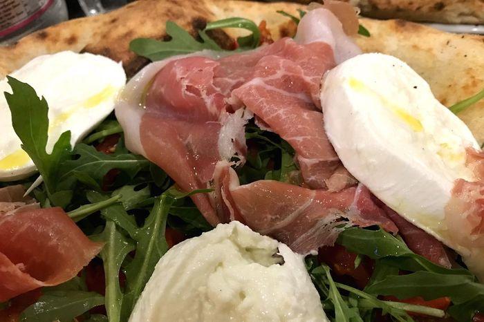 L'essenza della pizza Food Freshness Ready-to-eat Healthy Eating Italy EyeEm Selects Naples Southitaly Eating Gnam Foodporn Freshness Mozzarella Prosciutto Crudo Pomodoro Rucola Food Stories