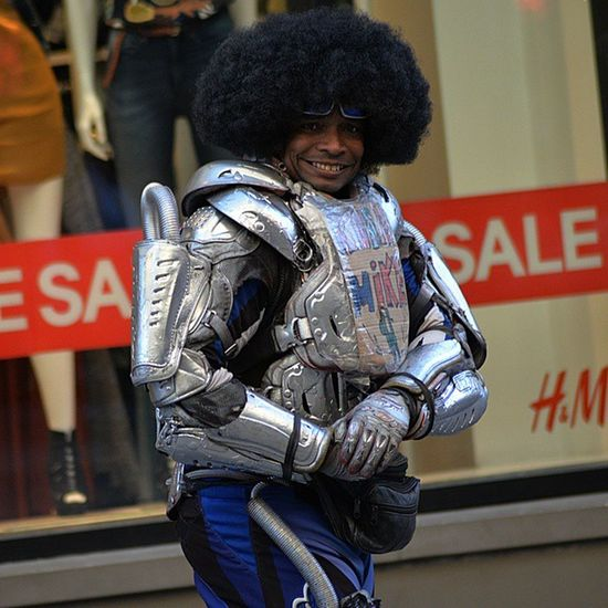 Robo Mike keeping it real on the 16th Street mall! Robomike Denverco Denver Colorado Flex COLife Fro Smile Hustle Sixteenthstreemall