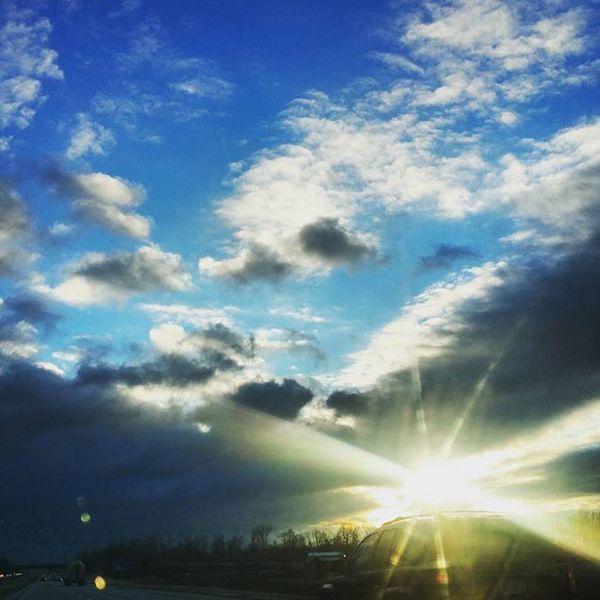 Day 29: morning sun! Sunrays Sunrise Sky Clouds 365project 365 Socolumbus Columbus Columbusohio Ontheroad Earlymorning  Skyporn Nature