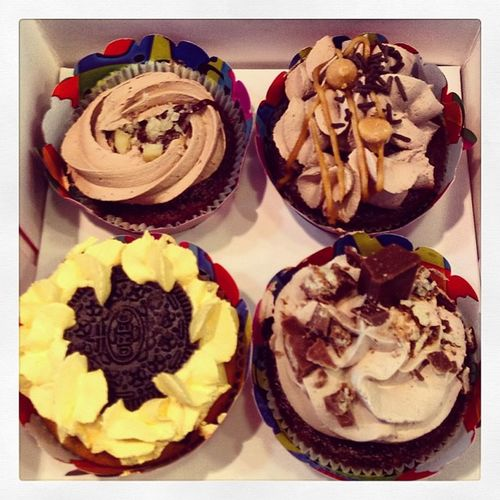 Mimis Cupcakes Yum Foodporn chocolate oreo kitkat twix insta instagood yum cake fluffy delicious addiction caramel swag instagram