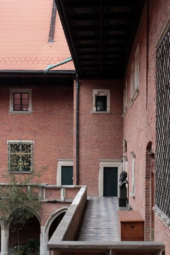 Statue Architecture Photography Marble Roof Red Roof Red Tiles Tiles Textured  Red Brick Green Windows Rooftop History Window Architecture Building Exterior Built Structure Brick Wall Brick Historic Tiled Roof  Historic Building