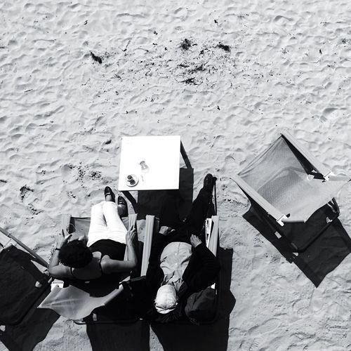 Beach Beachphotography Beach Photography Beach Life Vendée Lessablesdolonne France Streetphoto_bw Street Life Streetbeach Beachstreet Beachstreetphotography Sitting Summer Summertime Summer Views Sunbathing
