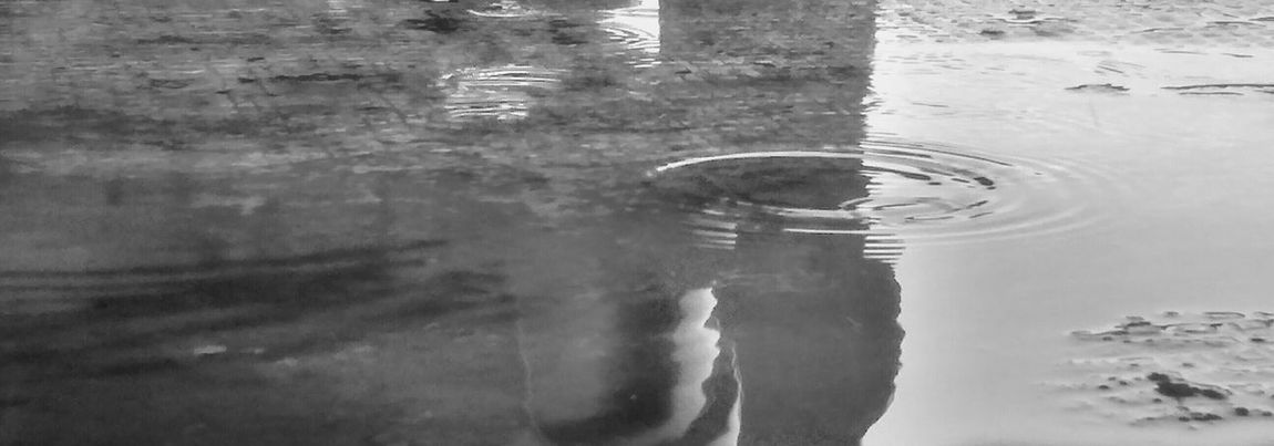 Gotas De Lluvia Black And White White And Black Blanco Y Negro Mobilephotography Global Photographer Works Exhibition Eye4photography  Colombia Musical Academia Conceptual Photography  Arte En Foco Creativity Composition Artistic Photography Reflection Reflejos En El Agua Reflejos