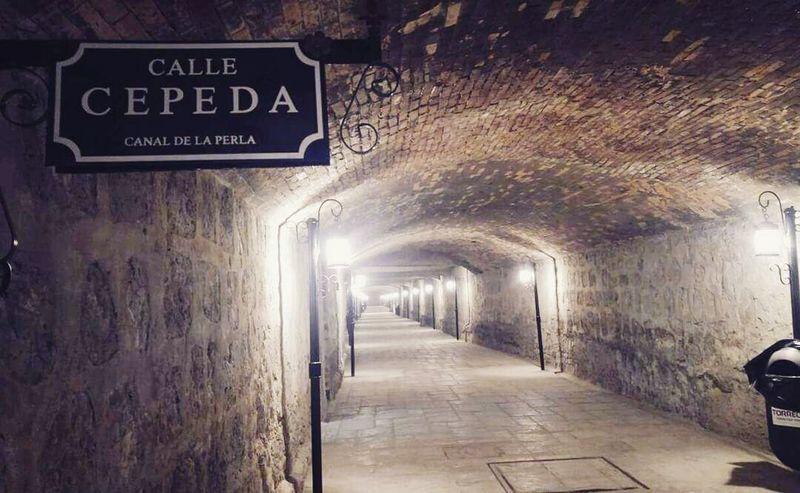 Text Indoors  No People Cellar Day Illuminated Tunnel Canal De La Perla Torreón, Coahuila Mexico Mexico Y Su Naturaleza