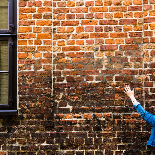 """Imagine... / brick wall captured in Lüneburg, thanks @fotogerafie for your """"helping hand"""" haha <3 / (c) Nidal Sadeq Brick Wall Historical Building Textures And Surfaces Adult Adults Only Architecture Brick Wall Bricks Building Exterior Built Structure Clinker Day Holding Human Body Part Human Hand Imagine Lifestyles One Person Outdoors People Real People Skill  Still Life Texture"""