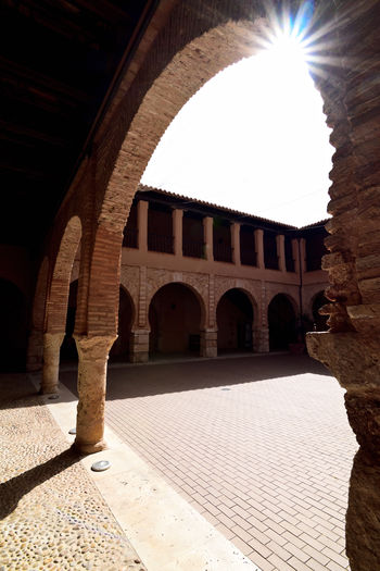Almagro, Ciudad Real, España Arcade Arch Architectural Column Architectural Feature Architecture Archs Archway Arcos Built Structure Ciudad Real Claustro Cloister Cloitre España Kloster Patios SPAIN Sun Sunlight Sunny Tourism Travel Destinations 回廊 회랑