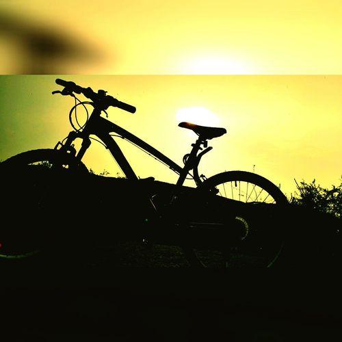 Cycling+Rain+Sun=Bliss😊!!! Traveling Btwin CycleMode Sunset 💛💛💛✨✨✨