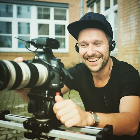 Flughand. One Man Only Only Men One Person Smiling Men Camera - Photographic Equipment Flughand Berlin People Adults Only Canon Canonphotography Photographer