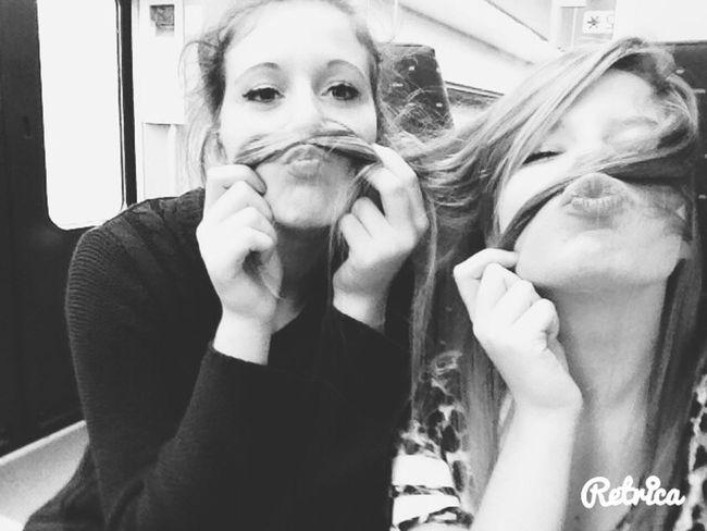 """""""Les photos les plus degeu sont fait avec les potes les plus proche??"""" Friends Moustache"""