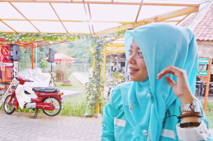 Albawatches Beautiful Bogor Casual Clothing Cute Day Hijabbeauty Hijabers Hijabers_indonesia Hijabfashion INDONESIA Modeling Outdoors Vintage Women