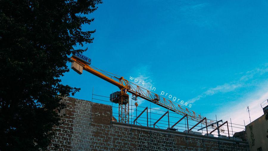 work in progress Hanging Out Crane Working Berlin Eltern Haften Für Ihre Kinder