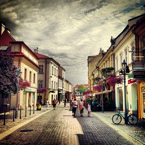 FotoRzeszów Poland Igersrzeszow Weekend freeEuropewalkturisticexplorerOldTowncitysunsummerhomeloveescapetravelvisitColourBeautylifeDayRoadpeople