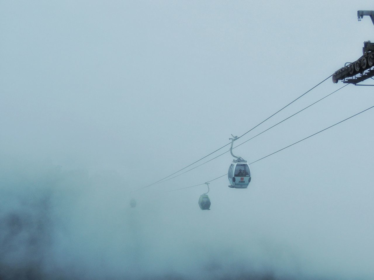 hanging, nature, day, sky, fog, low angle view, overhead cable car, copy space, outdoors, cable, beauty in nature, scenics, no people, tree, ski lift
