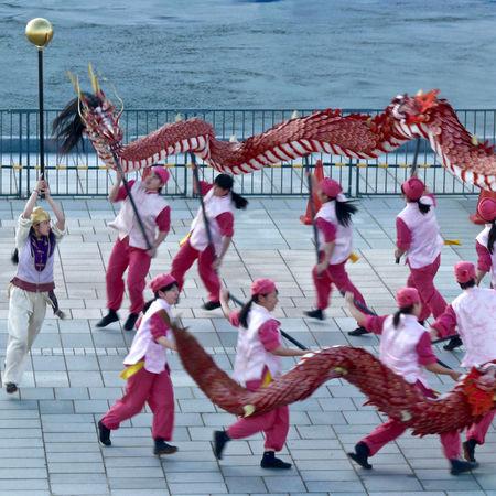 Let's dance, Pressure Off Dragon dancing High school Girls team One Shot Wonder : departure ceremony/ Cruise Ship DIAMOND PRINCESS Matsugae International terminal, Nagasaki. V-LUX1 Capturing Movement Dragon Dance Girls Power Highschool Girls Team! Let's Dance May 2015 Out Of Focus