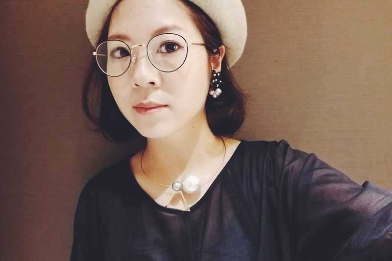 One Woman Only Young Adult One Person Fashion Eyeglasses  Looking At Camera Women Young Women Headwear Fashion Only Women Adult Adults Only Beauty Portrait One Young Woman Only Beautiful Woman People Headshot Selfies Selfshot Retro Styled Human Face Human Body Part Galaxy Camera