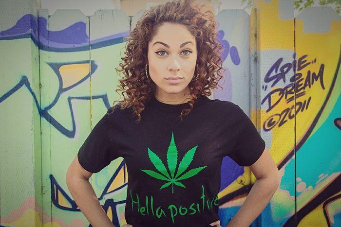 hood chick. Hello World Photo Shoot Hellapositive Aspiringmodel Discovertalent Street Art/Graffiti