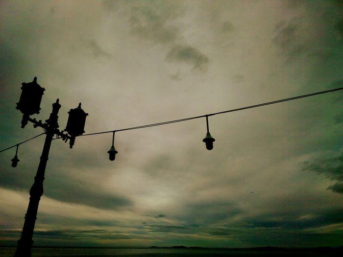 Streetphotography Lamps Grey Gökyüzü Bazen Ciğerime Doluyor...