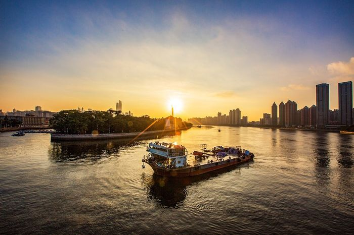 Architecture Sunset Building Exterior Built Structure Nautical Vessel City Skyscraper Sky Cloud - Sky Transportation Waterfront Urban Skyline Water Mode Of Transport River Cityscape Sun Travel Destinations Outdoors No People 好心情(1)