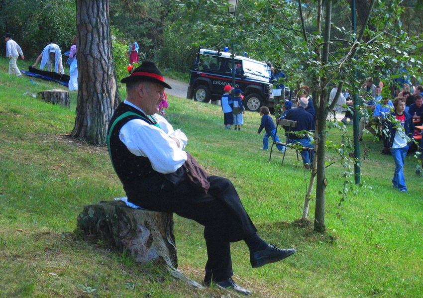 Carabinieri Meadow Old Man Relaxed Sitting Südtirol Traditional Costume Village Feast