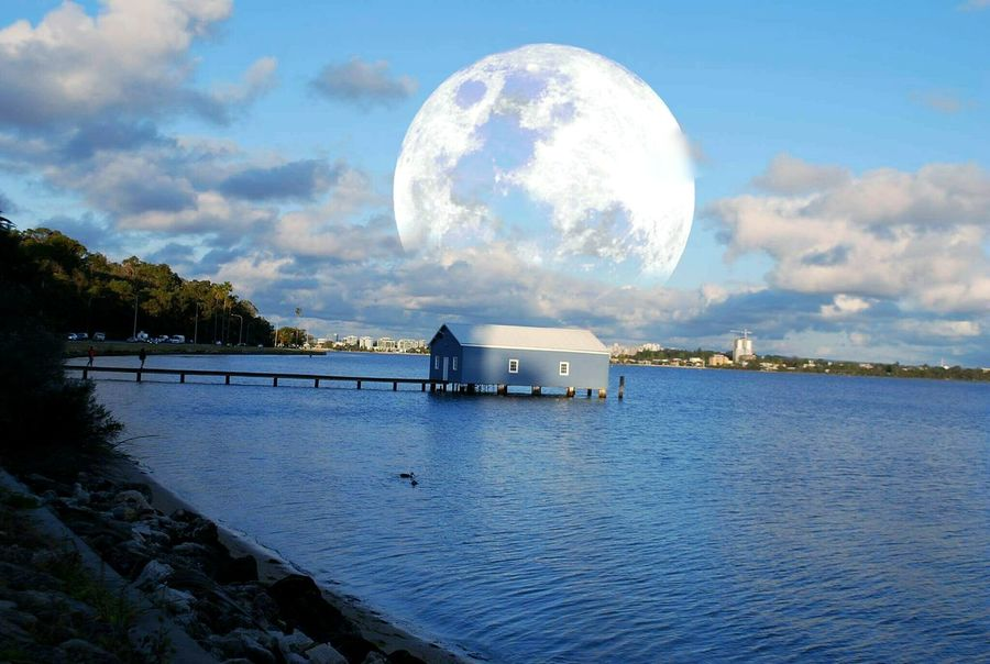Full Moon Moon Water Cloud - Sky No People Lake Outdoors Beauty In Nature Nature Fresh on Market 2016 Vacations Popular Photos First Eyeem Photo Ayeem! What's Up ??  EyeEm Best Shots Eyeemphotography Illuminated Communication Eyem Gallery Portable Information Device Horizontal Horizon Over Water Nautical Vessel Lifestyles Makeup Art