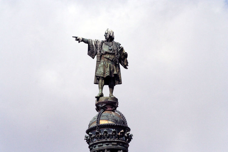 Columbus statue at the lower end of La Rambla Street Photography Travel Barcelona Statue History Sculpture SPAIN Art And Craft Bronze Catalonia Monument Bronze Statue La Rambla Monument A Colom Christopher Columbus Travel Destinations Monumento A Colon The Columbus Monument Mirador De Colón Copy Space Copyspace