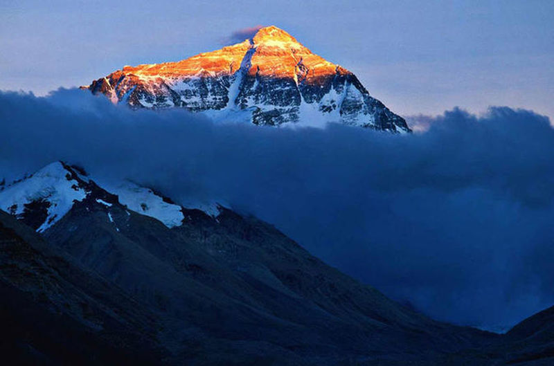 It is a mountain range at Darjiling. Mountain