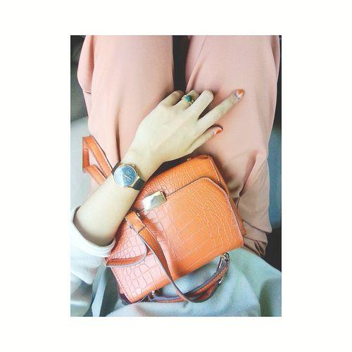Favorite Human Hand Close-up One Person People Day Bag Orangebag Zara Zarabags Orangepants Branded Alexandrechristie Ring Fashion Fashion Photography Fashionstyle
