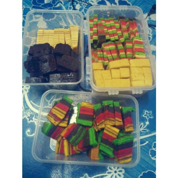 Done cutting all the cakes Kek Lapis Sarawak Till midnight