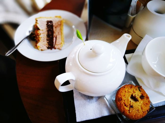 Cake Food And Drink Tea Tea Infuser Tea Pot Tea Cup Tea Time Mint Tea Mint Leaf - Culinary Table Design Sweet Food Plate Baked Dessert Cake Food Cookie Temptation Freshness Indulgence Ready-to-eat Drink Close-up Food Stories