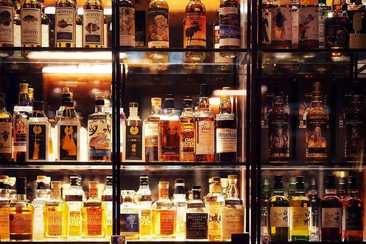 EyeEmBestPics EyeEm Gallery EyeEm Best Shots Whisky Whiskey Bottle Shelf Indoors  Variation Store Large Group Of Objects Choice No People Retail  Night Perfume Illuminated Perfume Counter