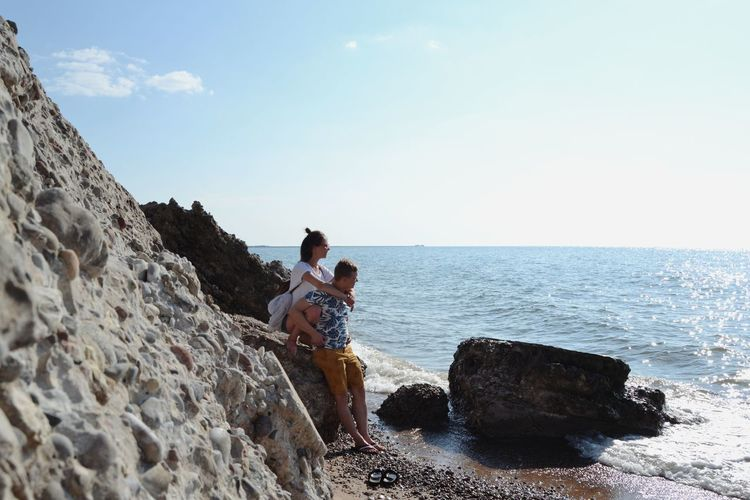 Young Women Friendship Men Bonding Togetherness Full Length Sea Beach Women Standing Couple Rock Formation Natural Arch Rock - Object Summer Road Tripping