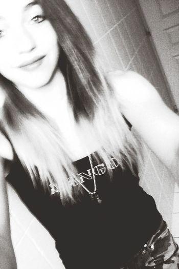 Cest derriere se beau sourire, que se cache les larmes. Distance Triste