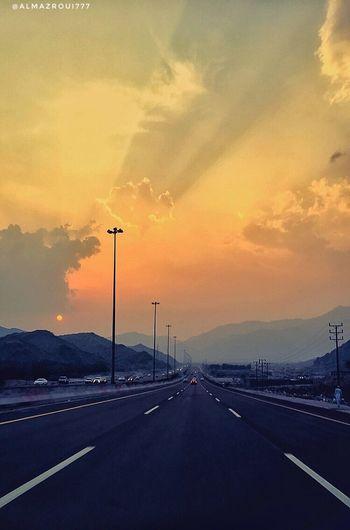 اللهم قِني شرّ نفسي و هفواتها ؛و اجعل طريقي آمناً واكفني بقدرتك من شرور الأنفس ومن عثرات الدُنيا ؛ واربط على قلبي وروحي برباط حُبّك ورضاك عني Road Sunset EyeEm Saudi Arabia تصويري  المزروعي السعودية  Looking At Camera EyeEmNewHere Eyeem Photography IPhone IPhon6 Tag Taif الطائف