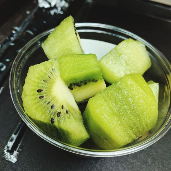 Close-up of kiwi in bowl on table