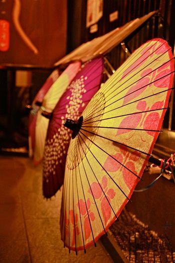 Japan Kyoto Umbrellas Pretty Umbrellas Japanese Traditional Depth Of Field Japanese Culture