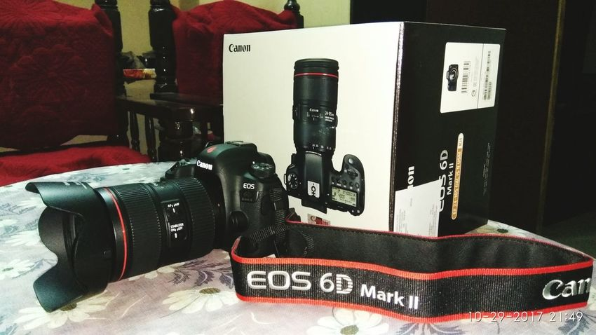 Cemara Instudio Like Like4like EyeEm Selects Creative Photography Lence Eos 6D Mark✌ New New Cemara Unboxing Like A Boss Likealways Creative Creatively Lifestyles Likeforlike Awesome Available Money Spend Money Studio Studio Time  StudioLife City City Life Indoors  No People Day Film Industry
