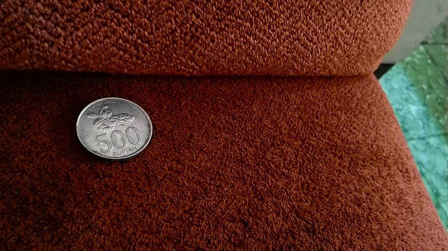 Gope 500 Rupiah tertinggal di atas Sofa AsusZenfone5Photography Asuszenfone5