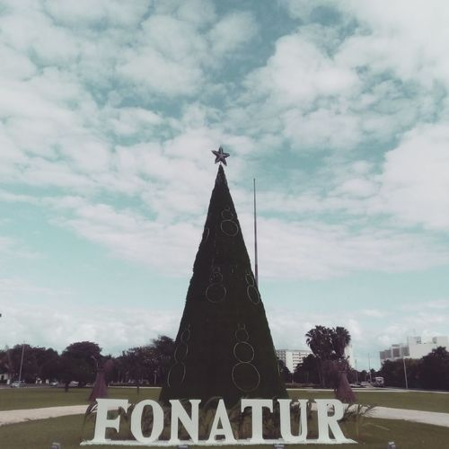 🌲Fonatur🌲 (https://www.instagram.com/p/Bhm9kCTFchE/?taken-by=jkvdtsar) https://jkvdtsar.com Cancun Mexico Playa Langosta Langosta Beach Clouds Trees Outdoors Nature Traveling Flora Fonatur Mexique Photography Quintana Roo Benito Juarez Travel City Streetphotography Blue Sky Green Quintana Quintanaroo Playalangosta Langostabeach Benitojuarez Tree Politics And Government Sky Architecture Cloud - Sky
