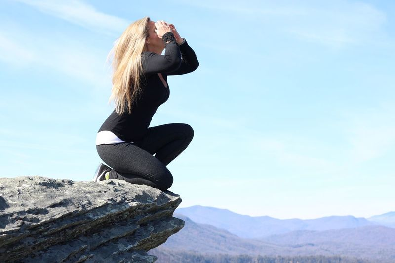 Fitnessmotivation Fitness Model Fitness Workout Clothes Workout Shades Of Winter Sky One Person Day Mountain Leisure Activity Full Length Rear View Real People Outdoors Blond Hair Nature Lifestyles Low Angle View Young Women Women Young Adult Beauty In Nature One Woman Only Adult Adults Only Shades Of Winter