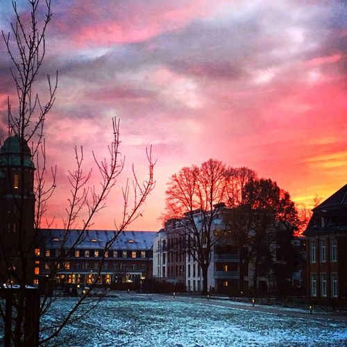 Good Morning Hamburg ⚓️ Sunshine ☀ Winter Early Morning Red Sky Quartier 21 Hamburg City Nord