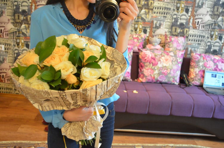 Casual Clothing Flower In Hand Freshness Lifestyles Mirror Look Person Selfie