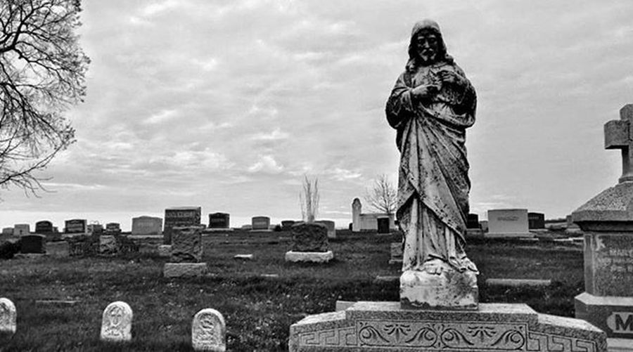 Mt. Calvary cemetery 2 Ks_pride Atchison Wow_america World_bnw Graveyard_dead Nikeplus Nike Nikeplusrunning Thingsoneseesondailyrun 5kadaykeepsthecrazysaway Kansasrunner Fuckyeah