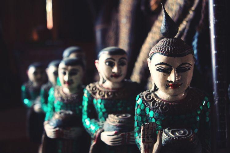Figurines of women carrying pot