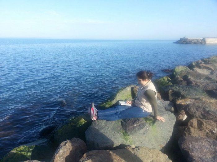 Denizekarşı Kitapokurken ☀️🌺
