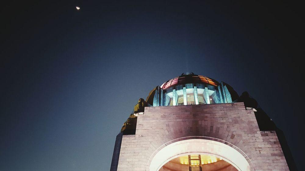 La Revolución de Selene. Monumento A La Revolucion Luna Noche