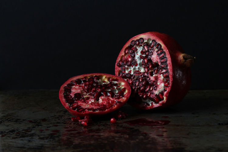 Pomegranate Pomegranate Healthy Eating Food And Drink Fruit Wellbeing Studio Shot Food Seed Red Indoors  Freshness Cross Section Pomegranate Seed Black Background Close-up No People Still Life Copy Space SLICE Antioxidant Ripe Red Juicy Copy Space Selective Focus The Week On EyeEm Editor's Picks
