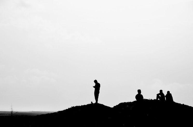 Lonley and/but online Silhouette Minimalism NEM Black&white EyeEm Best Shots - Black + White Learn & Shoot: Simplicity