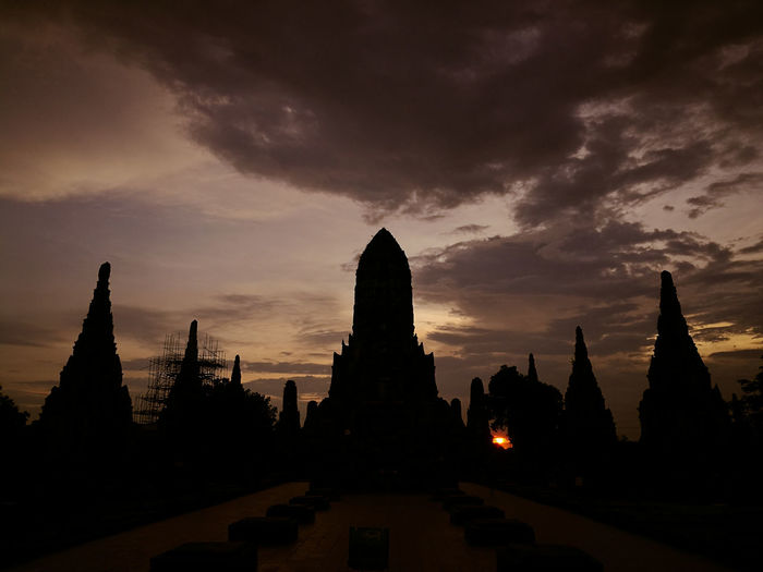 Orange sky above my our head | Sunset at Chaiwatthanaram temple Business Finance And Industry Sunset Statue Architecture Travel Destinations Landscape Ancient Silhouette Night Sculpture Cityscape No People Dawn Outdoors City Religion UNESCO World Heritage Site Holiday - Event Archaeological Sites Ayutthaya Historic Park Ayutthaya | Thailand Stupa Landscape Beauty In Nature Sky Sky Ancient Civilization